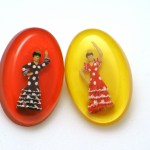 Resin brooch Gold Finger Barcelona